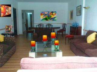 HEART OF RECOLETA-DOWNTOWN 4 BEDROOMS APART 8 PAX, Buenos Aires