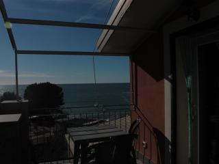 Emily2 appartmento bilocale con terrazzo e vista, Bonassola