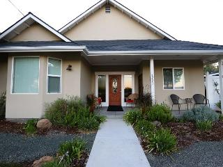Charm on Chestnut--Great Westside Location Close to Downtown!, Paso Robles