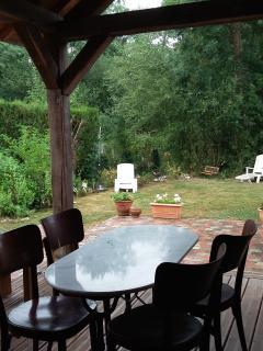 Jardin vu de la terrasse couverte