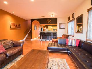 Modern Townhome adj. to Pasadena- Special $175/nt