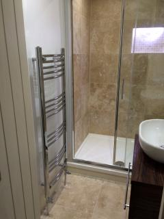 Ensuite shower room to master bedroom NEW 2016