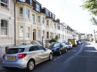 Entire home, beautiful, minutes from the seafront!, Hove