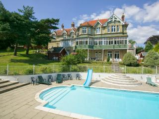 Stylish 2 bedroom apartment with pool and sauna, Shanklin