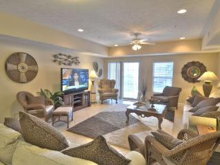 Spacious 4BR/3Bath Condo 405 - Great for Families and Large Groups!