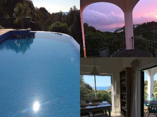 Salema Village - Stunning Villa, Sea Views, 5 min walk to beach.
