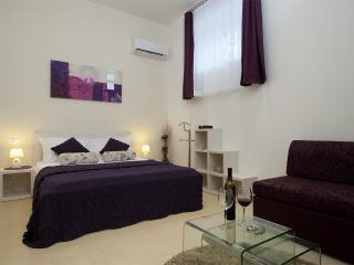 Lumani room, Split