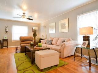 'PLAZA/MIDTOWN*-2BD Cottage House