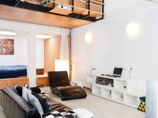 Heart of the City: stylish and modern apartment, Amsterdã