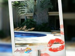 Luxury Condo, Overlooking Pool, 1 Block - Beach, Playas del Coco