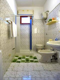 15 I Campi shared shower room