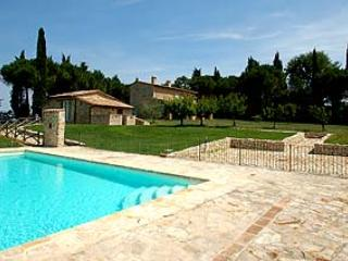 Detached house near Todi with private and fenced pool, big fenced garden