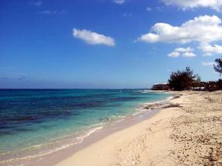 Beachfront Condo with Private Beach Access, Nassau