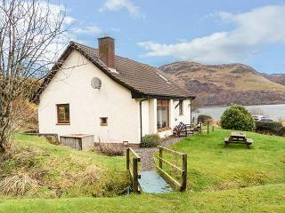 THE CABIN, fantastic views, pet-friendly, lots of walking opportunities, Dornie, Ref 925739