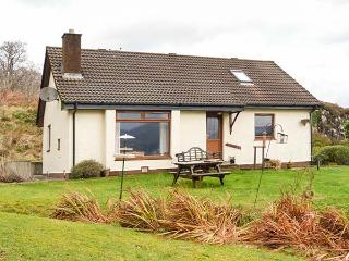 THE CABIN, fantastic views, pet-friendly, lots of walking opportunities, Dornie,