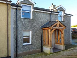 BODFAN PENIEL, end-terrace, private garden, pet-friendly, WiFi, Moelfre, Ref