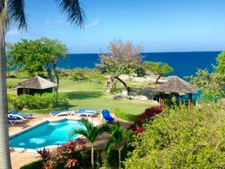 Moksha Luxury Villa on the Ocean with Private Maid, St. Ann's Bay