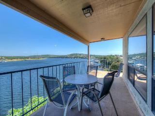3BR Briarcliff Top Floor Corner-Unit w/Pool & Hot Tub - Boat Slip Included!