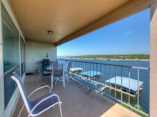 3BR Briarcliff Top Floor Retreat w/Pool, Boat Slip Included!
