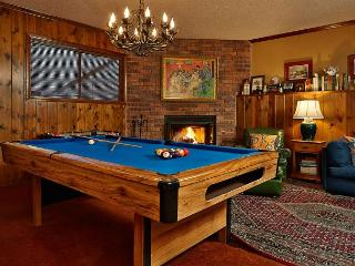 Summerhill Cottage with Game room. Pool table and access to Lake Arrowhead
