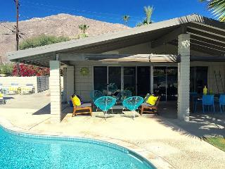 Luxury Meets Budget. Relax at This Just Renovated Atomic Ranch Home., Palm Springs
