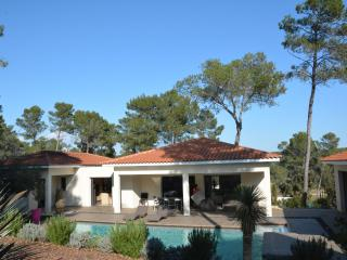 CONTEMPORARY VILLA WITH POOL IN MONTPELLIER, Montpellier