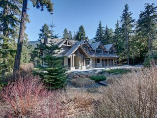 Jordans Pointe Estate + Attached Guest Suite, Whistler
