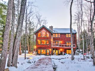 Expansive 4BR Alton House w/Wifi, Plenty of Outdoor Space & Unobstructed Water Views - Directly on Lake Winnipesaukee w/Private Dock! Easy Access to Outdoor Recreation & Downtown Attractions!