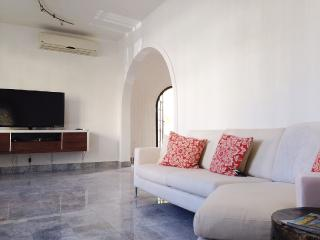 Magnificent Spanish Villa| Two story house 6bd, San Juan