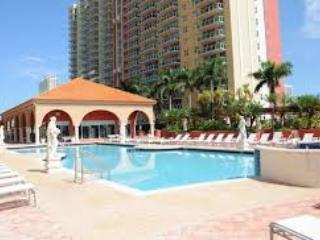 Condo/Apartment / 2 Bedrooms, 2 Bathrooms, Sleeps, Sunny Isles Beach