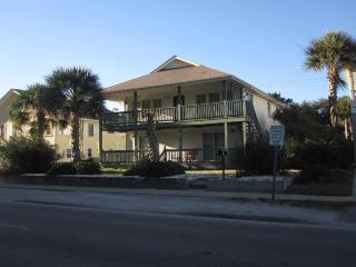 2nd row 3 Bedrooms, 2 Baths - Quiet Beach House, North Myrtle Beach