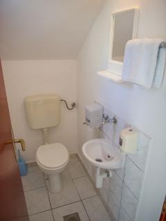 A4(3+2): toilet