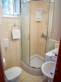 A4(3+2): bathroom