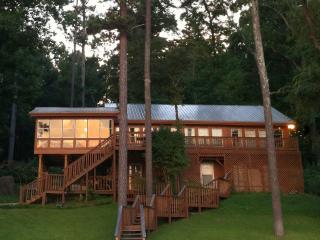 Robinson's Roost on Guntersville Lake, Alabama USA, Scottsboro