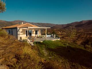 Grande maison agréablement isolée , vue magnifique, Nea Styra