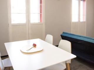Lovely apartment next to the train station, Valencia