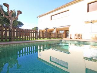 House with private pool and very spacious garden