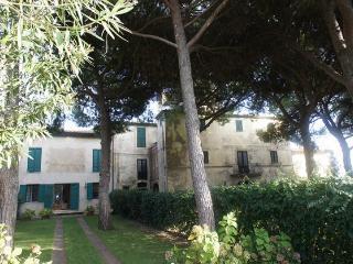 Seafront farmhouse, garden, private parking