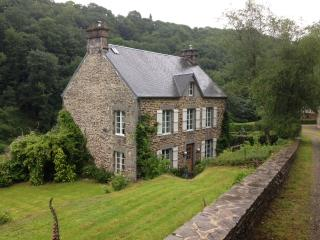 Beautiful Secluded French Manor House, Brouains