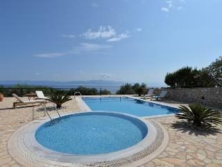 Luxury Villa with Private Pool, Gaios