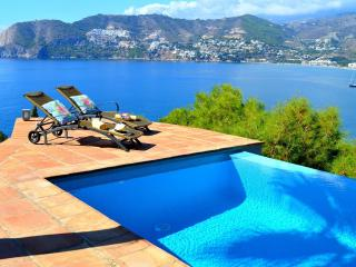 Villa Preciosa - Amazing 4 bed villa with bay view, La Herradura