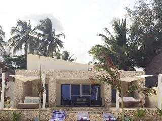 Indian Ocean barefoot beach house, water's edge, Chef, pool, wifi