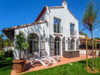 Tomeka 191125 modern villa 350 mtr. from the beach with shared heated pool, Biarritz