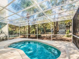 Henry Lane 11, 4 Bedroom, Screened in Private Pool, Walk to Beach, Sleeps 14, Hilton Head