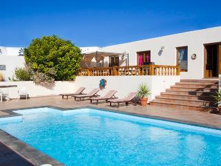 <Large Luxury spacious rural villa, Teguise