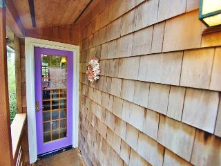 PINES (THE)~Charming one bedroom with a loft only Five blocks to the beach!!!, Manzanita