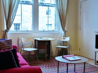 Modern 1 bed, Royal Mile apartment, Edimburgo