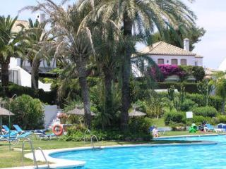Benamara Townhouse - communal pool, wifi, garden, Estepona