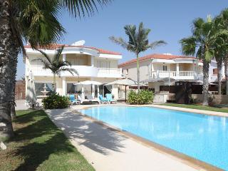 Pearl 4 bedroom seafront villa, Pervolia