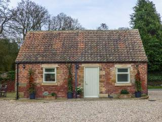 SOMERSET COTTAGE, pet friendly, character holiday cottage, with a garden in Great Ayton, Ref 917836